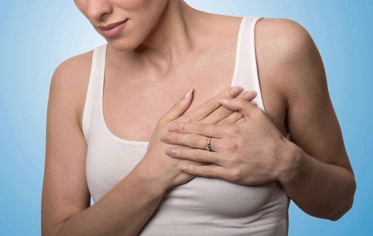 Болит грудь при кормлении: причины и способы устранения боли